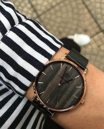 Montre Femme NATURE Cadran Noir Bracelet Acier milanais Noir