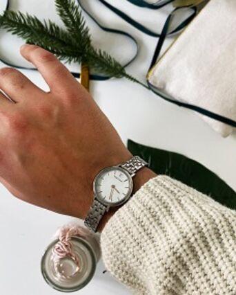 Montre Femme NOVA Cadran Argenté Bracelet Acier Argenté